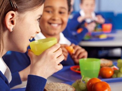 Alimentação equilibrada auxilia no bom desempenho escolar